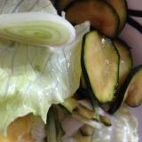 レタスとズッキーニとエシャレットのサラダ