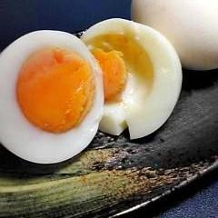 殻付きのまま塩味ゆで卵