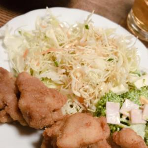 唐揚げとブロッコリーハムマヨサラダとキャベツサラダ