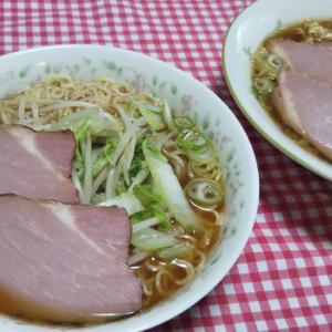 白菜もやし炒めと焼豚のせチャルメラ☆