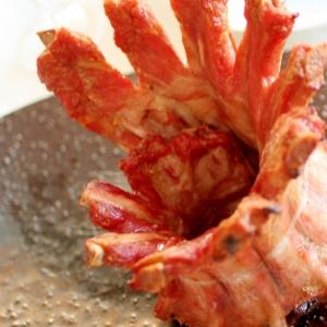 豪快BBQ!ナンプラー豚のスペアリブのクラウン焼き