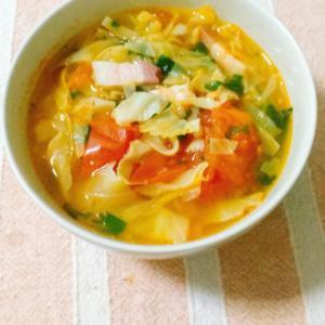 キャベツたっぷり♪トマトとベーコンのスープ