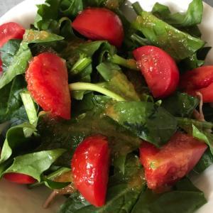ほうれん草とフルーツトマトのサラダ