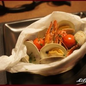 レンジで簡単調理♪ハーブが香る魚介の包み蒸し