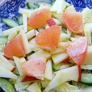 身近な素材でフルーツサラダ♪(白菜の葉&林檎ほか)