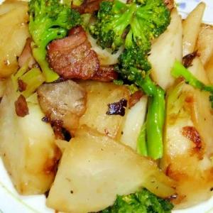 かぶとブロッコリーとベーコンであっさり炒め物