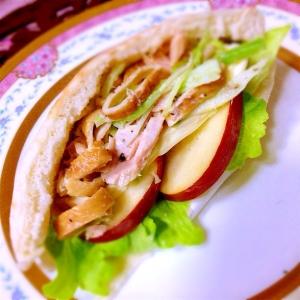 ツナとセロリと庄内麩のサラダがっつりピタサンド