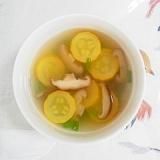 黄色いズッキーニと椎茸のスープ