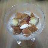 パンいちじくヨーグルト、りんごバナナのジュース