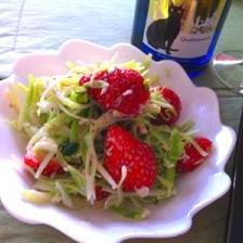 ほんのり甘い、苺とセロリのサラダ