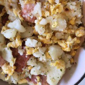 ベーコンと卵のポテサラ♪入り卵
