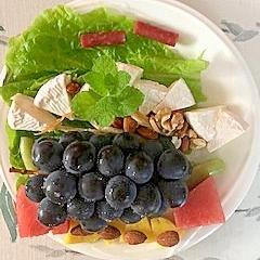カマンベルチーズの葡萄のおつまみサラダ
