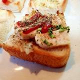 レタスとサラダチキンとスプラウトのミニトースト