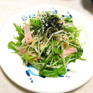水菜と新玉のハム黒胡麻すりごま醤油ドレ和えサラダ♡