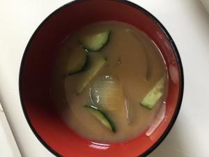 冷やしきゅうりの味噌汁!夏は冷たいお味噌汁がいい!