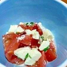 目にも鮮やか!トマトと濃厚塩麹豆腐のサラダ♪