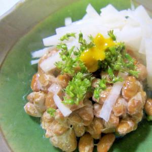 ピクルス大根と紫蘇の芽のからし醤油納豆グリル