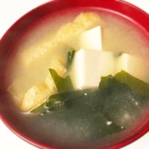 (¨̮)⑅簡単うまっ♪油揚げと豆腐わかめ味噌汁˖*