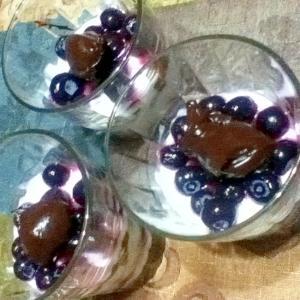 水切りヨーグルトのブルーベリーパフェ