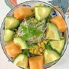 ロースハム、アボガド、メロンのサラダ