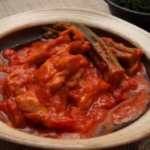 簡単!鶏もも肉とオクラのトマト味噌煮