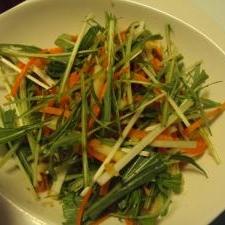 簡単&ヘルシー♪水菜と人参と林檎のノンオイルサラダ