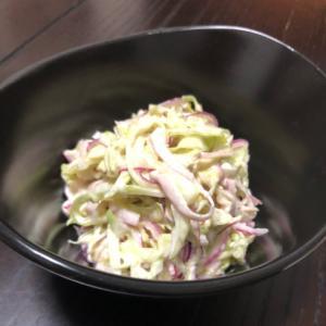 キャベツと紫玉ねぎのサラダ