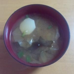 キャベツと里芋の味噌汁