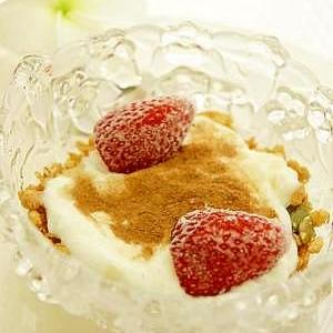 ササッと簡単☆グラノーラで朝食ヨーグルト♪