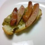 フランスパンのブルスケッタとウィンナーのトースト