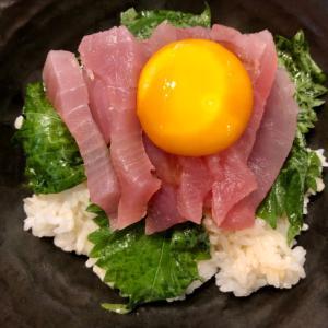 びんちょうマグロと大葉卵黄漬けのっけ丼