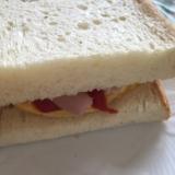 魚肉ソーセージと卵の簡単サンド