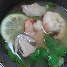 エビ入りトムヤムスープ