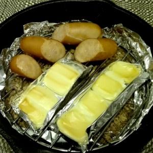 スキレットで簡単♥チーズとウィンナーの燻製