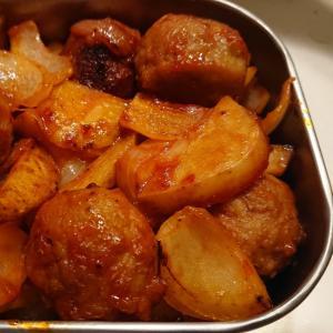 トマト缶で濃厚肉団子ピリ辛炒め
