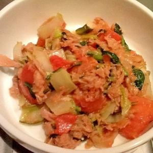 ご飯がすすみすぎる!白菜のツナトマ炒め
