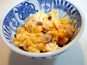 茹でしめじとコーンとすりごまの卵炒め