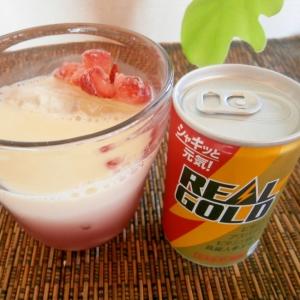 【リアルゴールド】+苺ヨーグルトのカクテル