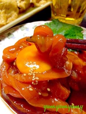 サーモンのユッケです☆甘め味噌ダレと黄身がまろん♪
