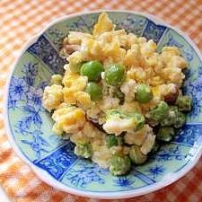 こうや豆腐のふくめ煮でグリーンピースの卵とじ