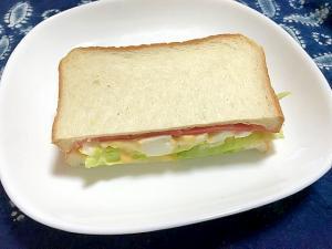 ハムとたまごとレタスのトーストサンド
