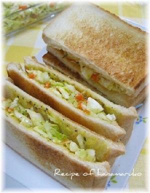 ゆで卵とキャベツコールスローのサンドイッチ
