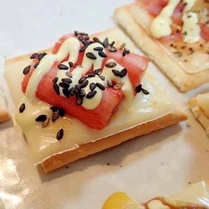 辛子/マヨ/黒ごまで チーズとかにかまのクラッカー