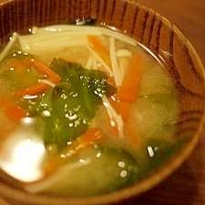 にんじんとえのきの味噌汁