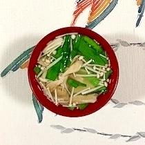 にら、木綿豆腐、舞茸、えのきのお味噌汁