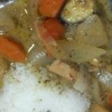 即席♪グリーンカレー缶でゴロゴロ野菜とお肉アレンジ