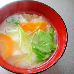 キャベツと三つ葉にんじんの味噌汁