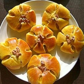 ☆生地にも餡にも♪ほんのり黄色のかぼちゃパン☆