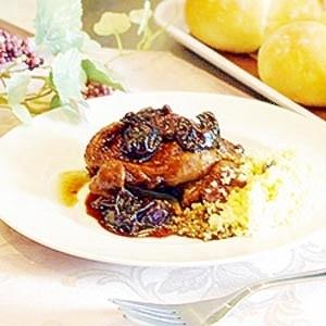 豪華なメインディッシュ。鶏もも肉のバルサミコ煮。
