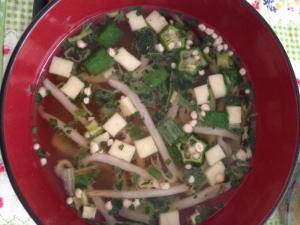 オクラともやしと豆腐の味噌汁